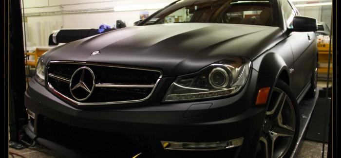 Mercedes C63 AMG в матово черно