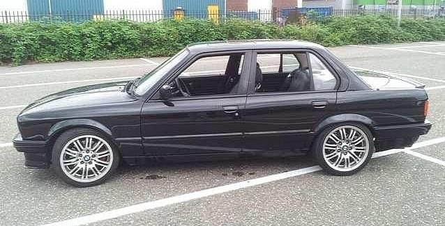 BMW E30 с  4.4-литров V8 под капака